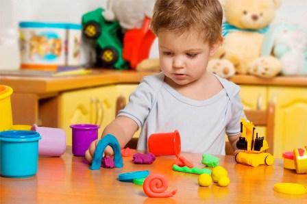 یادگیری و بازی کردن کودک 1 تا 2 ساله